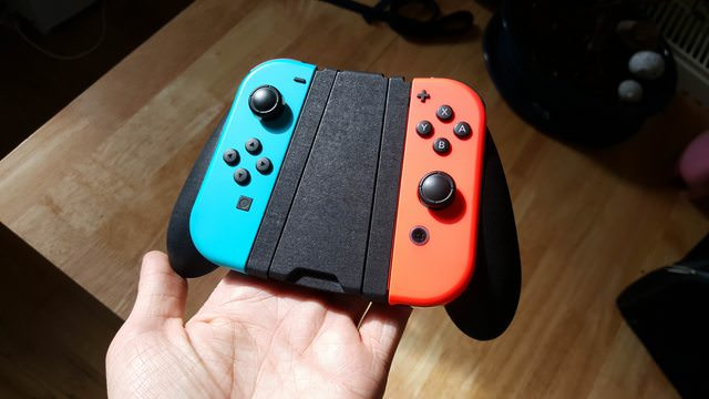 Nintendo Switch Owner 3D Prints His Own Comfort Grip