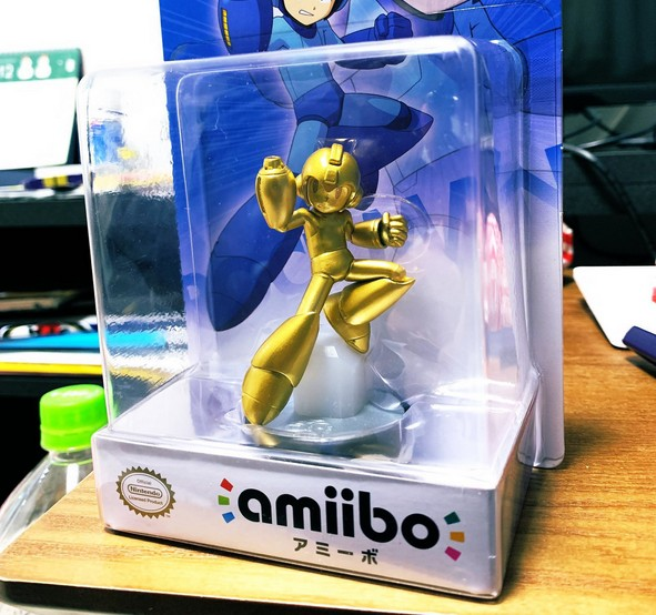 first look at the really rare golden mega man 11 amiibo nintendosoup