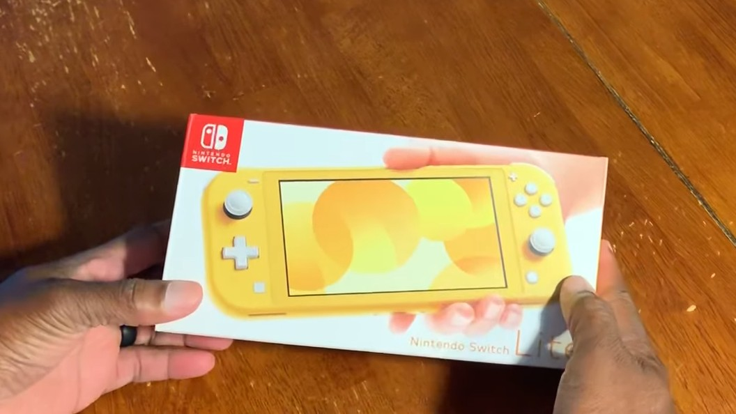 Check Out This Early Unboxing Of The Nintendo Switch Lite